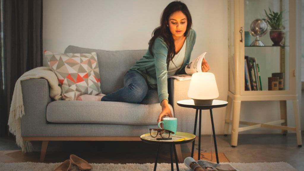 умная настольная лампа